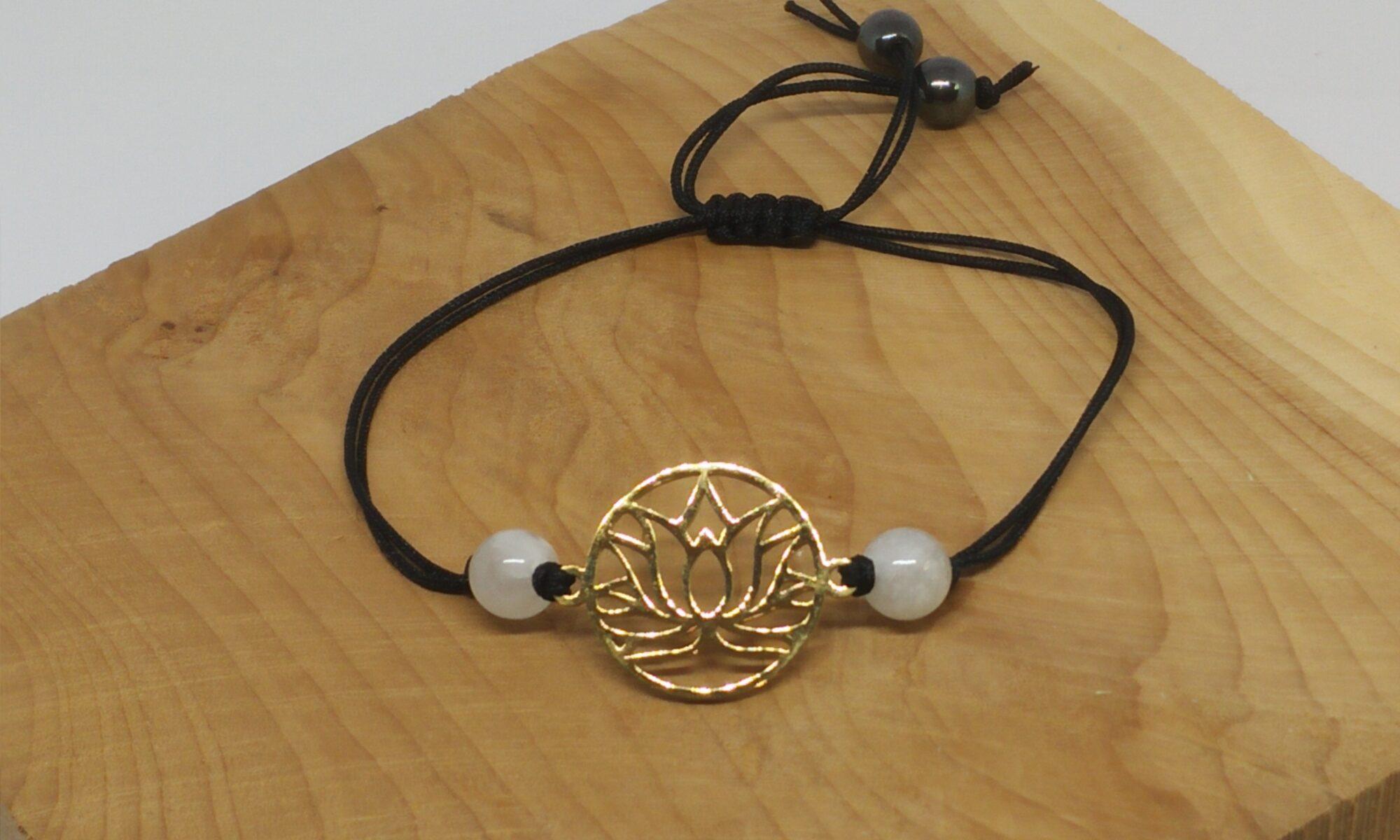 "Bracelet ""zenitude"" lotus doré"