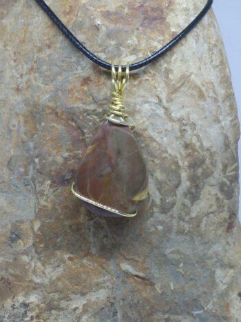 """Pendentif """"pierre d'ailleurs"""" en rhyolite de butte de l'Orégon (Etats-Unis)"""