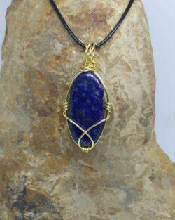"""Pendentif """"pierre d'ailleurs"""" en lapis-lazuli"""